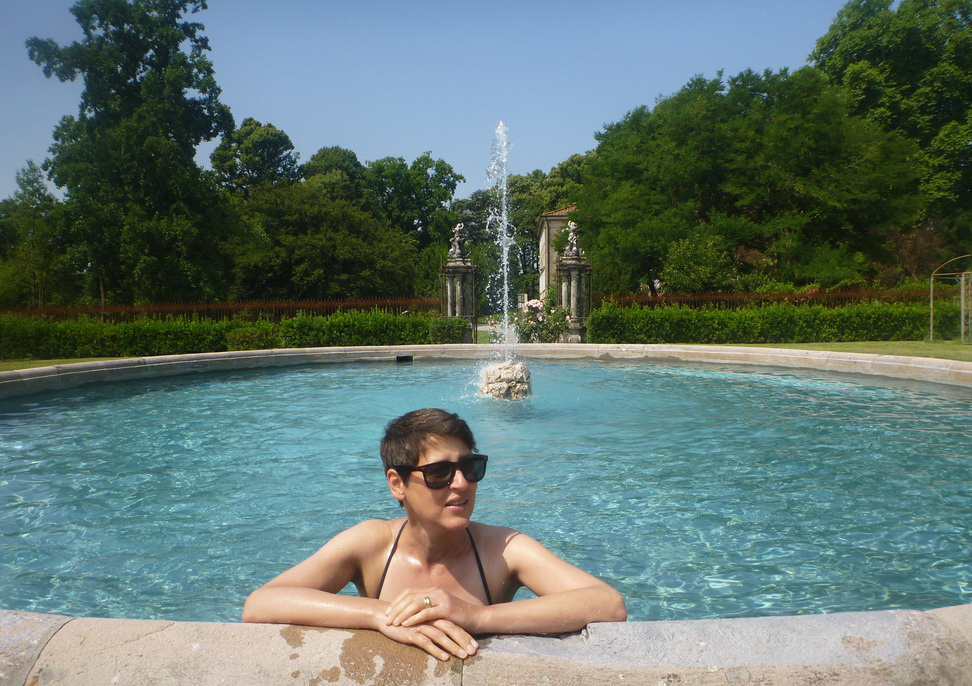 Fountain pool at Camelia Cottage, Capannori. Blissful moments.